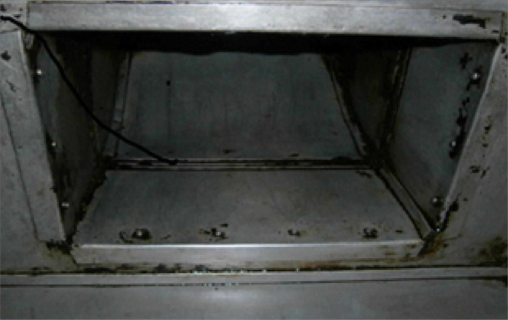 清掃後のピカピカになった空調機部分の2種類目
