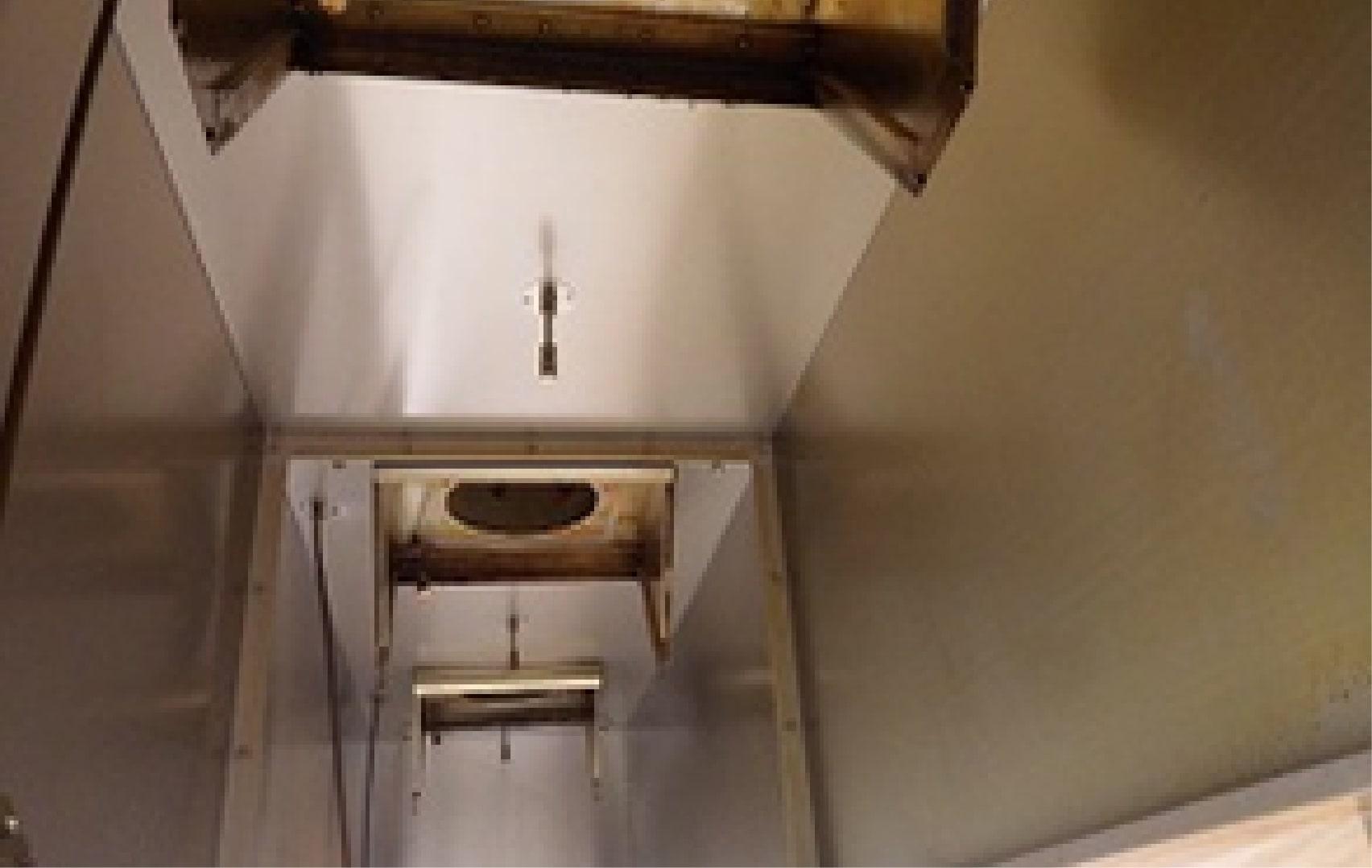 清掃する前の汚れている空調機部分